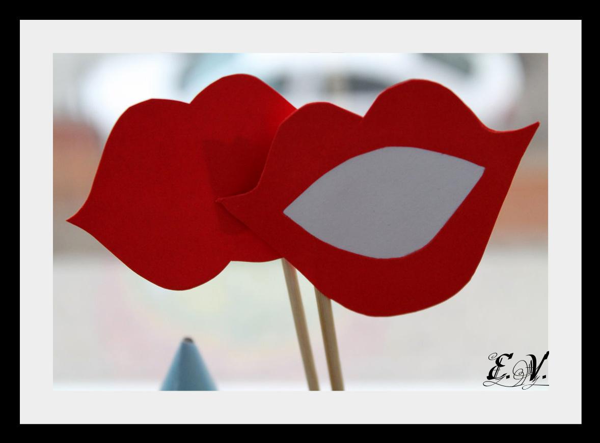 foto aksesuaru14 Реквизиты для фототеатра: усы и губы на палочках.
