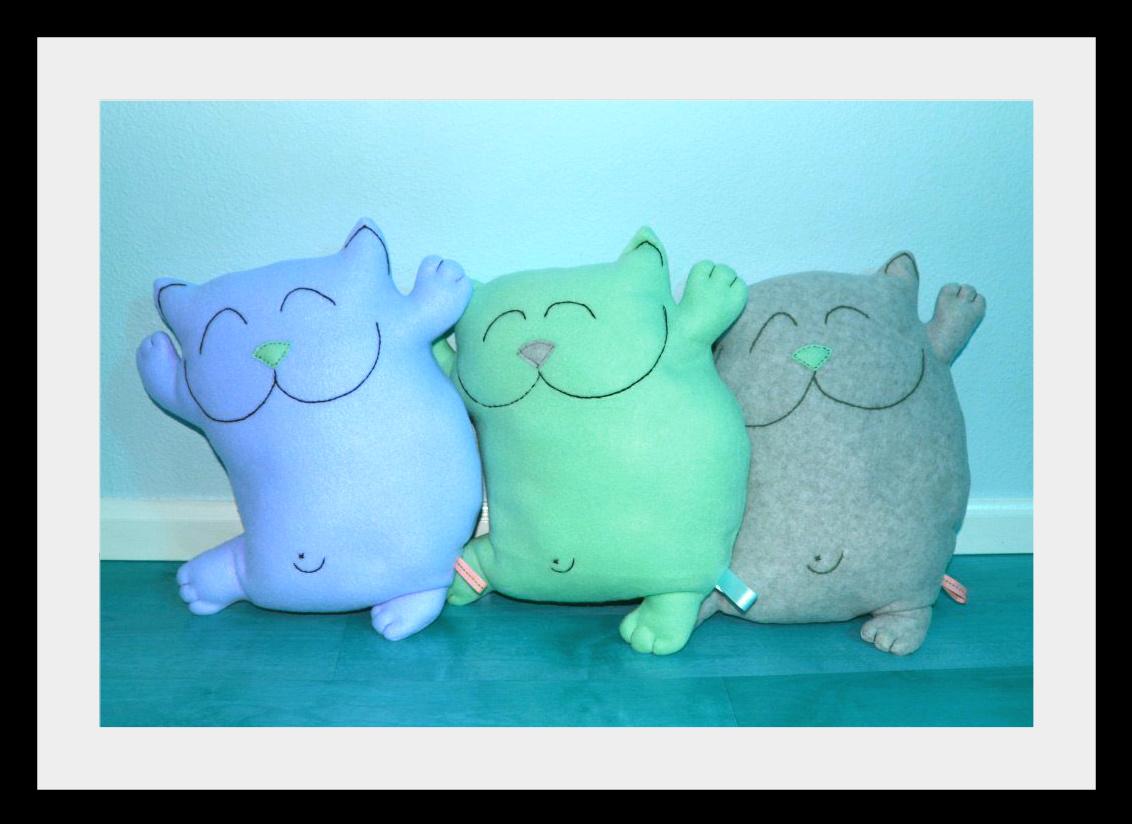 Kotu iz flisa Мягкие игрушки: веселые коты