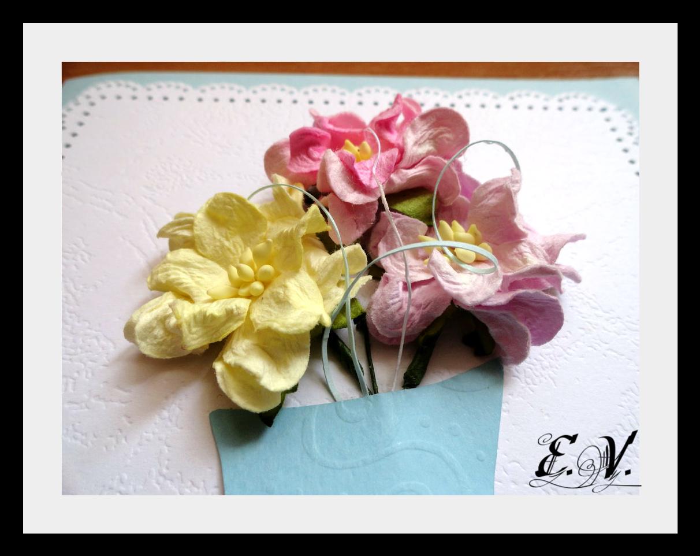 cveto4naya vaza3 Еще одна прелестная ваза с цветами