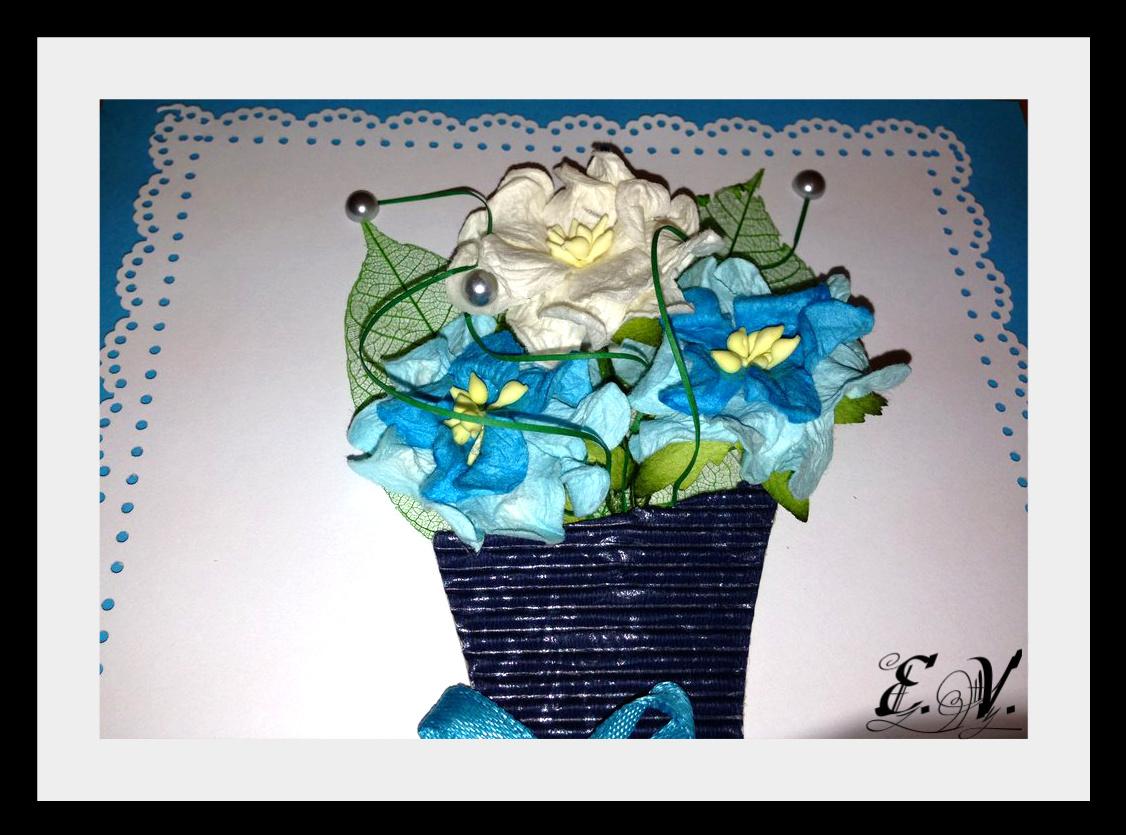vaza s cvetami2 Открытка в голубых тонах Ваза с цветами